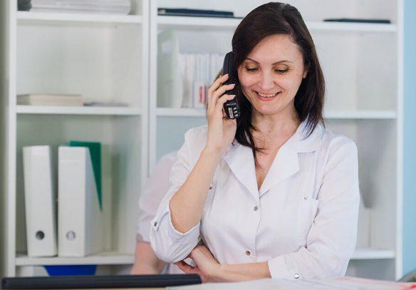 Comunicación con el paciente de una clínica dental